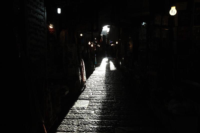 Tímto pohledem do temných uliček Jeruzálém, které prozařovalo světlo, končil můj třetí den v Izraeli...