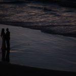 Soumrak na pláži v Jaffa
