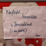 I takový nápis a reklamu v jednom lze vidět v Jeruzalému