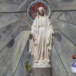 Socha P. Marie před bazilikou Zvěstování v Nazaretě