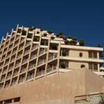 Pobřeží Eilatu lemují desítky hotelů.
