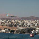 Uprostřed Eilatu je letiště, tak je zajímavé sledovat letadla, která jdou na přistání.