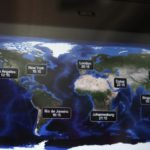 Ještě pohled na monitor v letadle a můžeme vyrazit do města snů