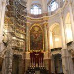 Oltářni obraz interiéru katedrály Hofkirche v Drážďanech.