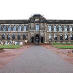 Velký komplex ve stylu pozdního baroka, který vznikl za saského kurfiřta Augusta Silného, je Zwinger.