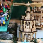 Vánoční pyramida je ozdobný stojánek na svíčky a používá se v Sasku jako předvánoční dekorace pokoje či k vyzdobení venkovních prostor