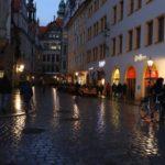Déšť svým způsobem večerní Drážďany rozzářil