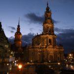 Největší chrámová stavba v Sasku katedrála Hofkirche za večerního soumraku