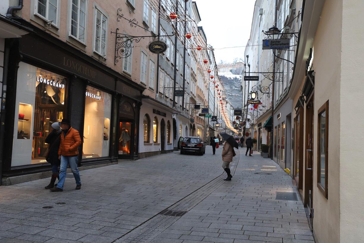 Po osmé hodině ráno byly ulice ještě neuvěřitelně prázdné.