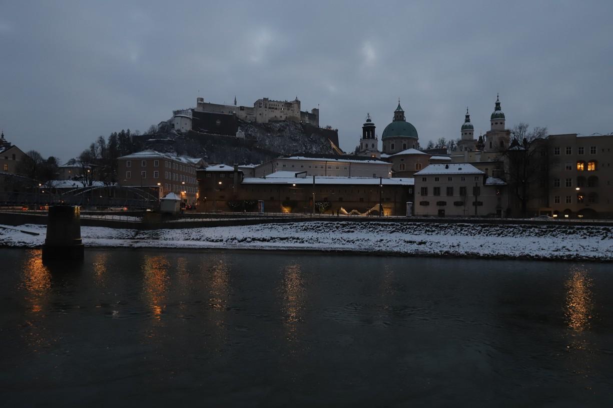 S přibývajícím soumrakem získával pohled na město zase jinou atmosféru