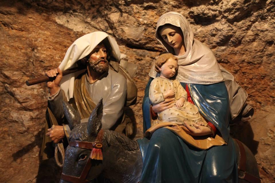 V jeskyni mléka se podle pověsti zastavila P. Maria se sv. Josefem při svém útěku do Egypta, aby tam P. Maria nakojila malého Ježíška