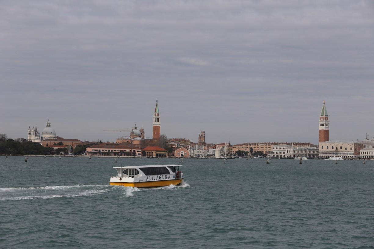 Odjíždíme z přístavu směr Benátky