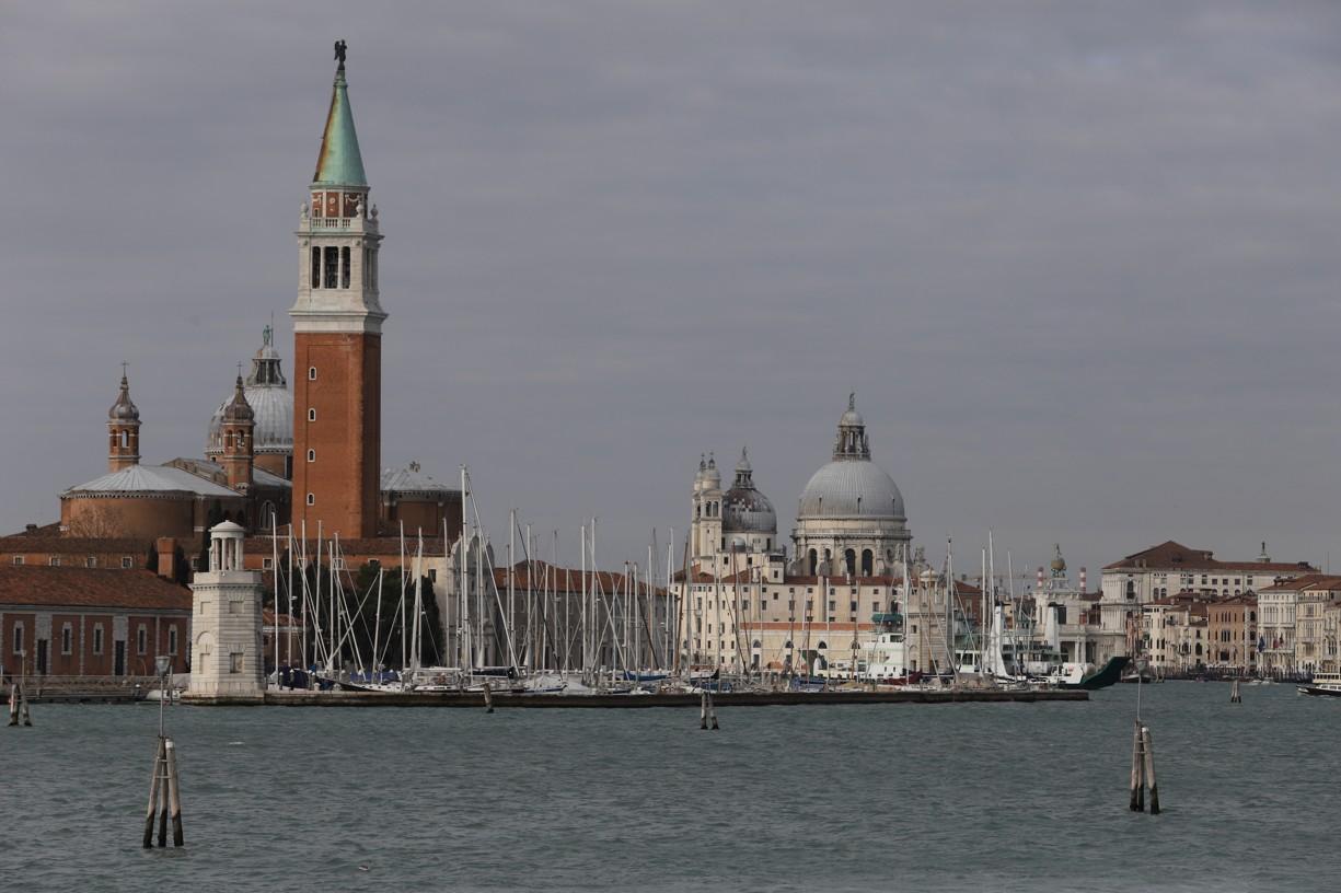 Už z lodi se nabízely krásné pohledy na Benátky.