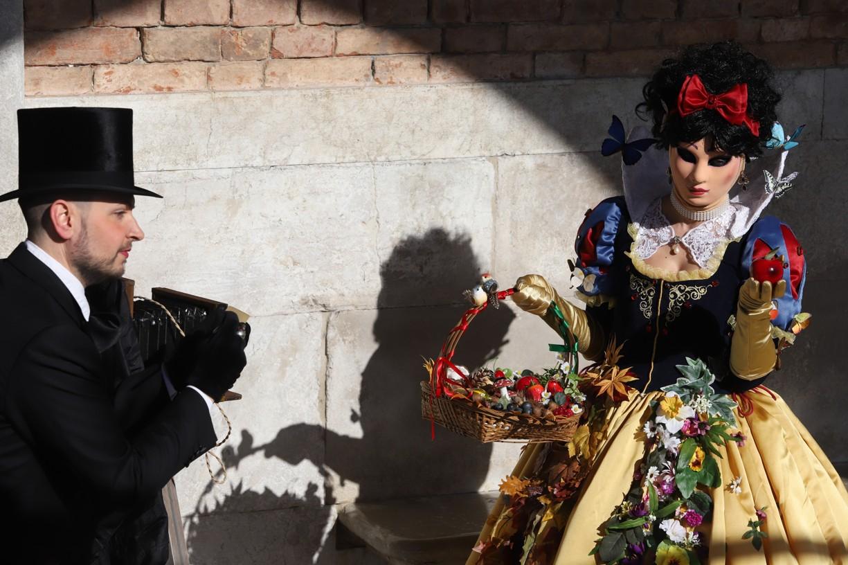 I v přístavu se od rána pohybovali lidé v historických kostýmech