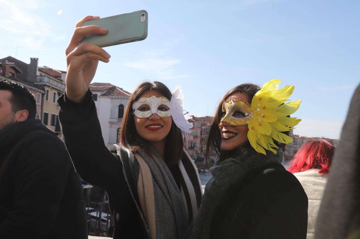 Selfie s Bentákami v pozadí
