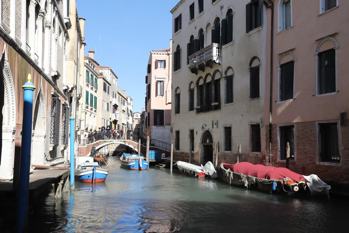 V Benátkách je spousta krásných zákoutí a uliček, které vedou pouze k vodě a dál se člověk dostane jen lodí