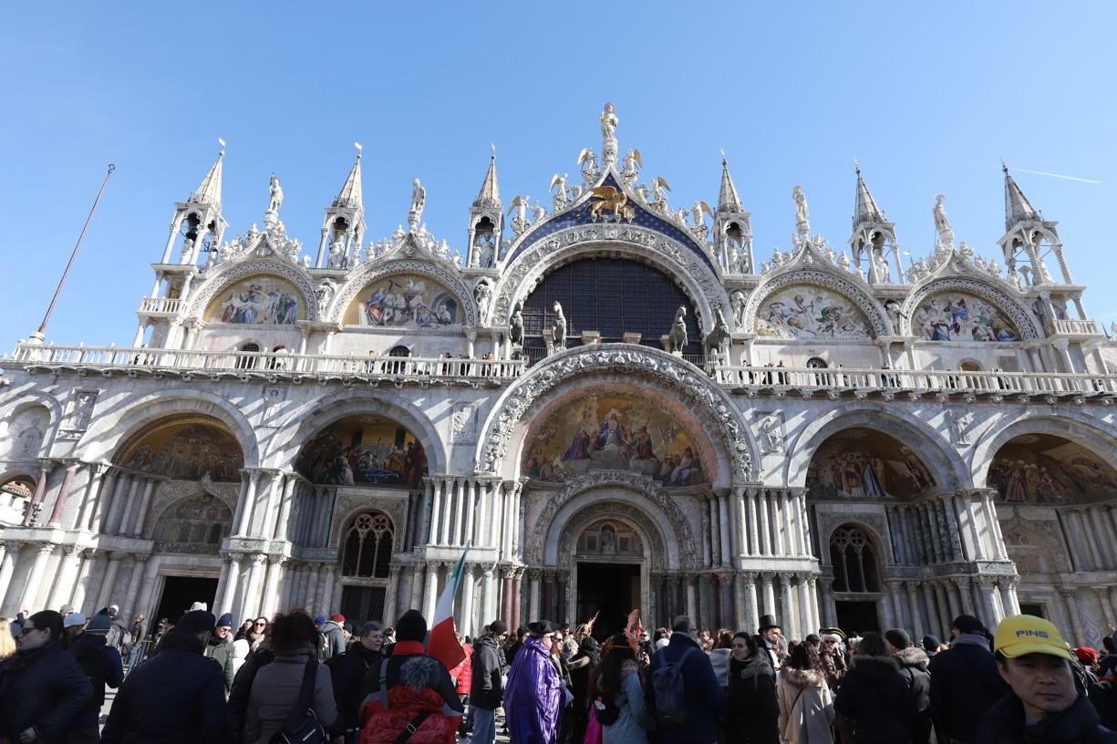Bazilika sv. Marka je v Benátkách dominantou stejnojmeného náměstí