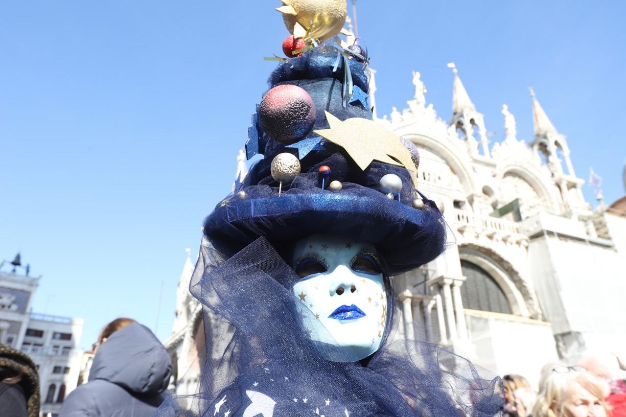 Masky na náměstí svatého Marka ochotně fotografům pózovaly