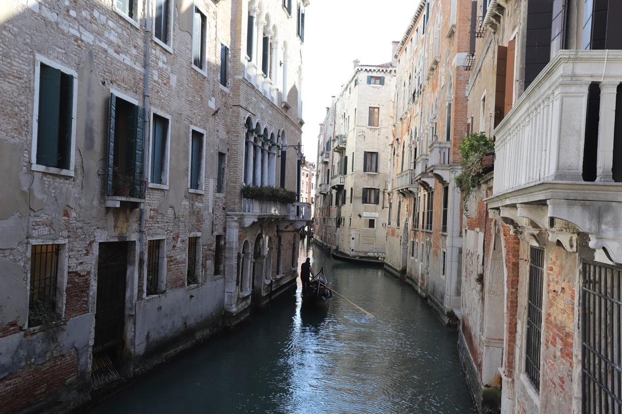 Tyto pohledy na benátskou architekturu mě nikdy neomrzí