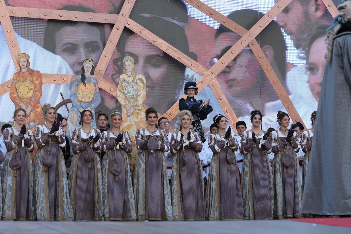 Dvanáct Marií na podiu náměstí svatého Marka v Benátkách