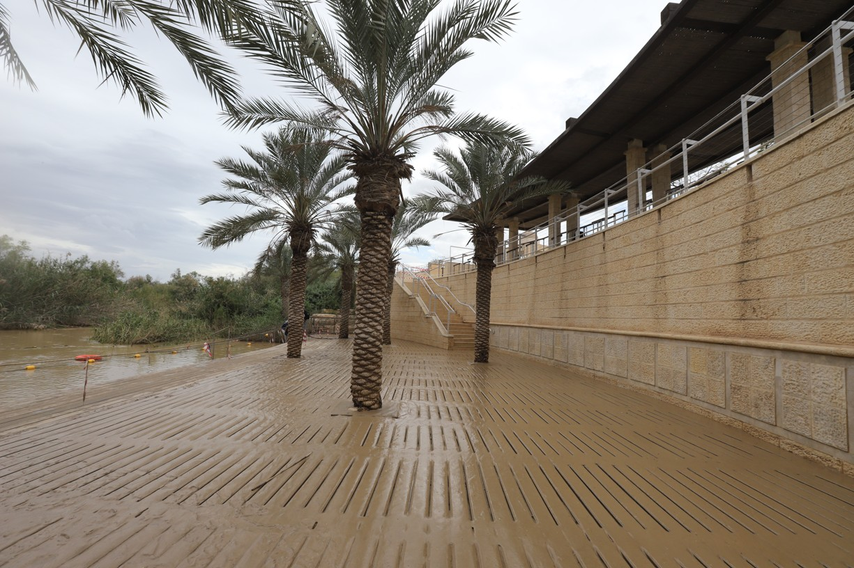 U řeky Jordán byly vidět ještě pozůstatky velké vody