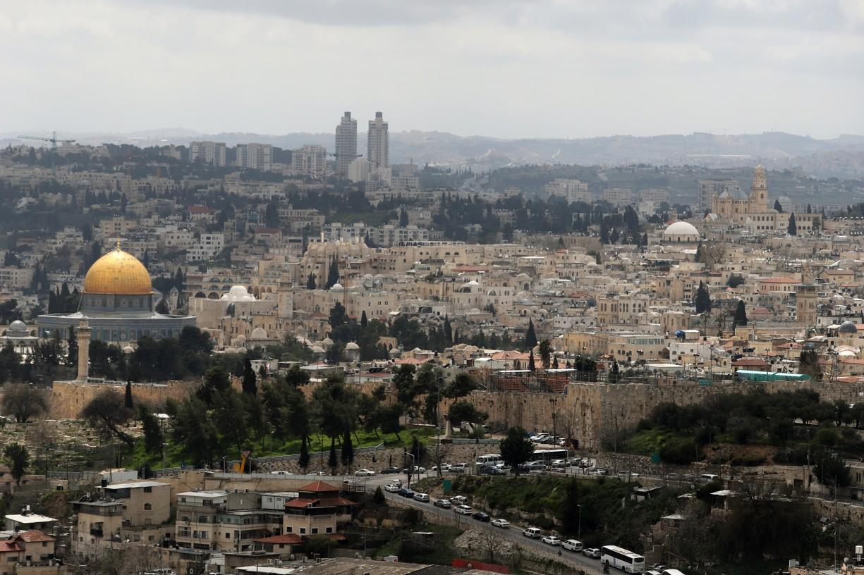 Nejdříve jsme zamířili na vyhlídku na Olivovou horu, kdy pod námi byl celý Jeruzalém jako na dlani
