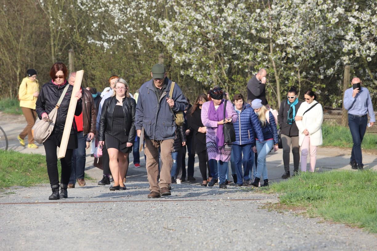 Charita Uherské Hradiště uspořádala netradiční Křížovou cestu
