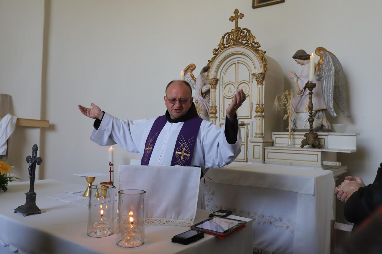 Mši svatou v kapli sv. Rocha sloužil františkánský kněz a nemocniční kaplan v Uherském Hradišti P. Antonín Dabrowski