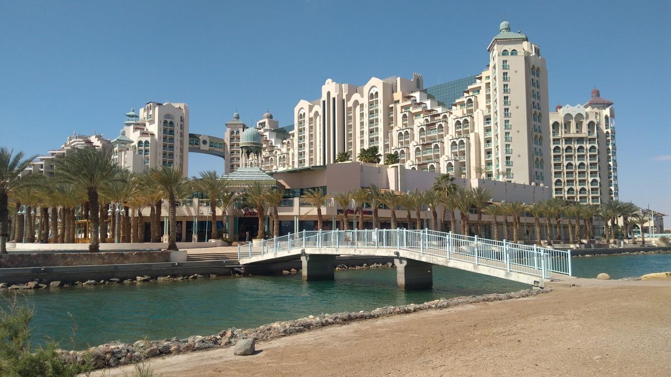 Poslední hotel na konci promenády v Eilatu