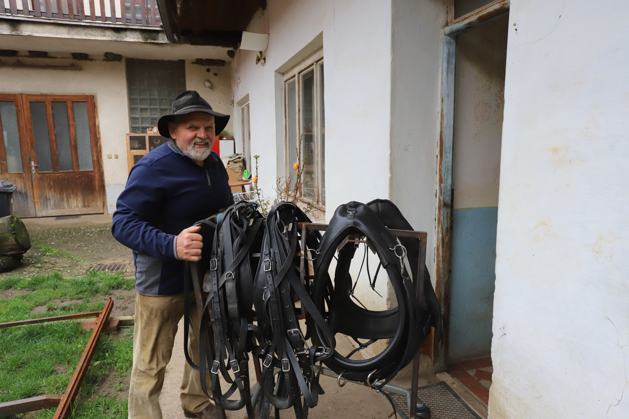Martin Hudeček koně miluje. Dcera o něm říká, že se narodil s opratěmi v rukou.