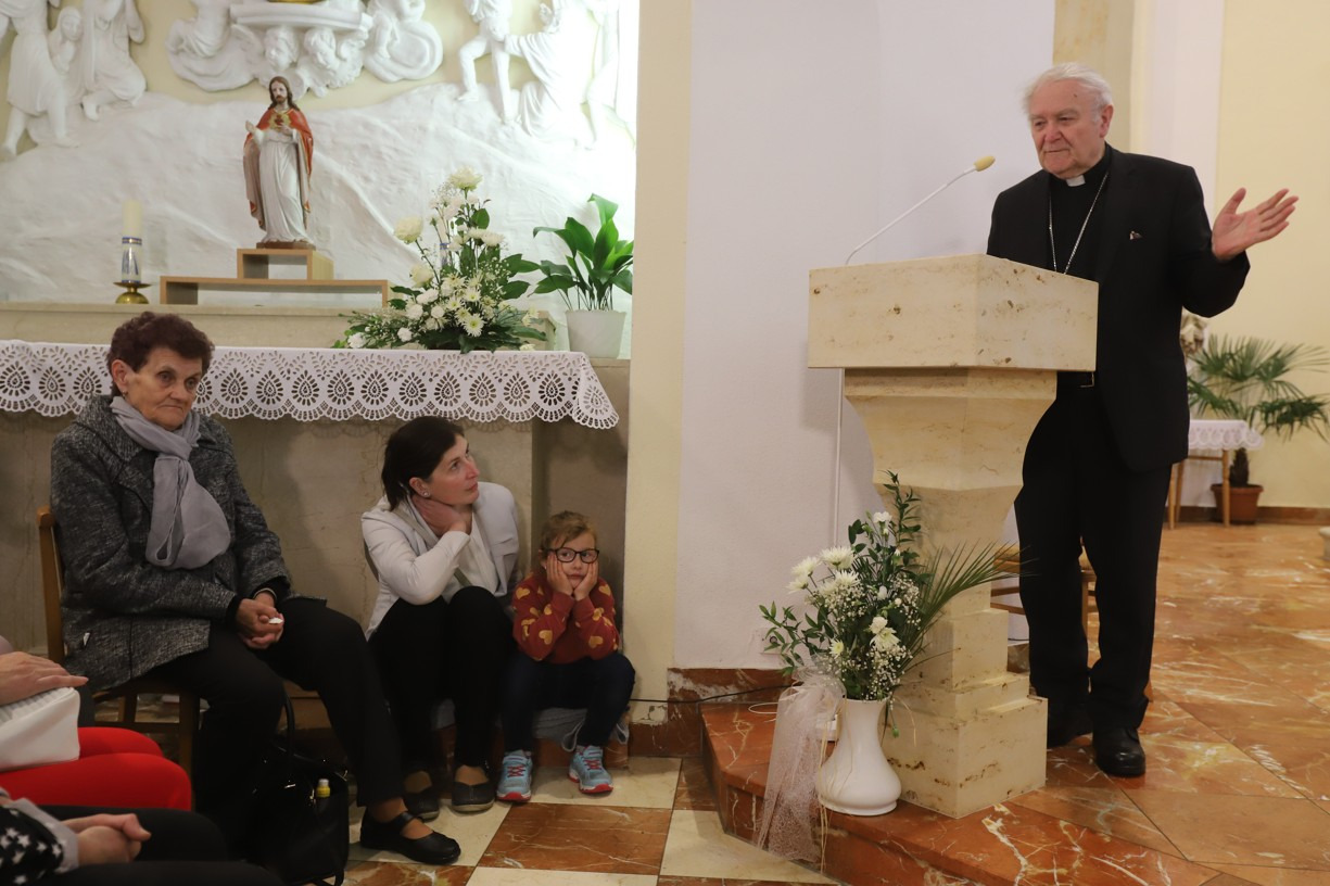 Před samotným vystoupením promluvil biskup Josef Hrdlička