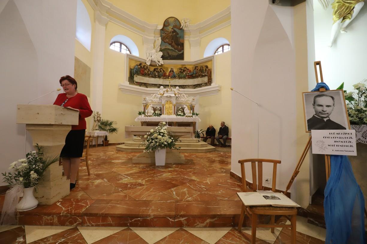 O průvodní slovo se postarala členka štramberského divadelního souboru Pod věží Dana Macháčová