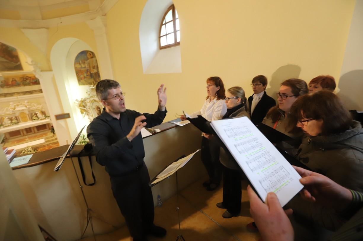 Ve vzpomínkovém pořadu vystoupil štramberský chrámový sbor s dirigentem Pavlem Hyklem