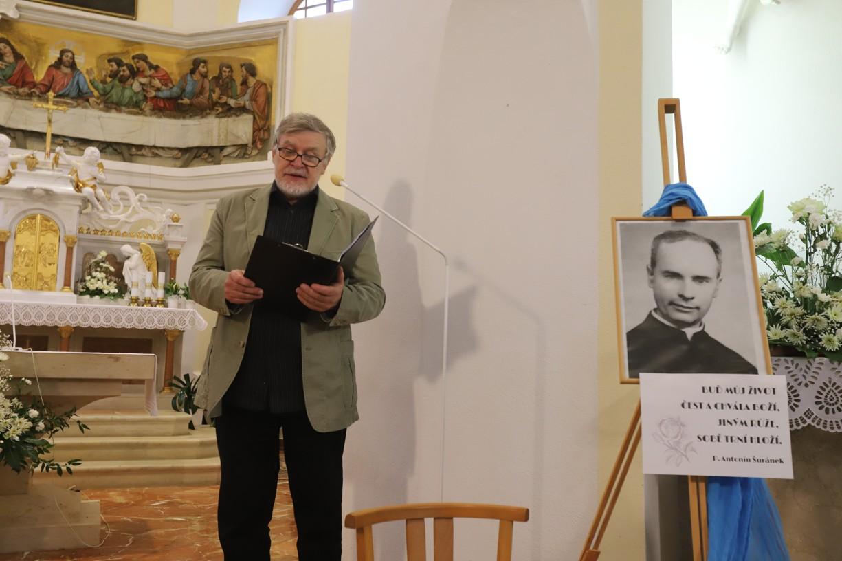 S doprovodným slovem vystoupil Josef Hrček ze štramberského divadelního souboru Pod věží