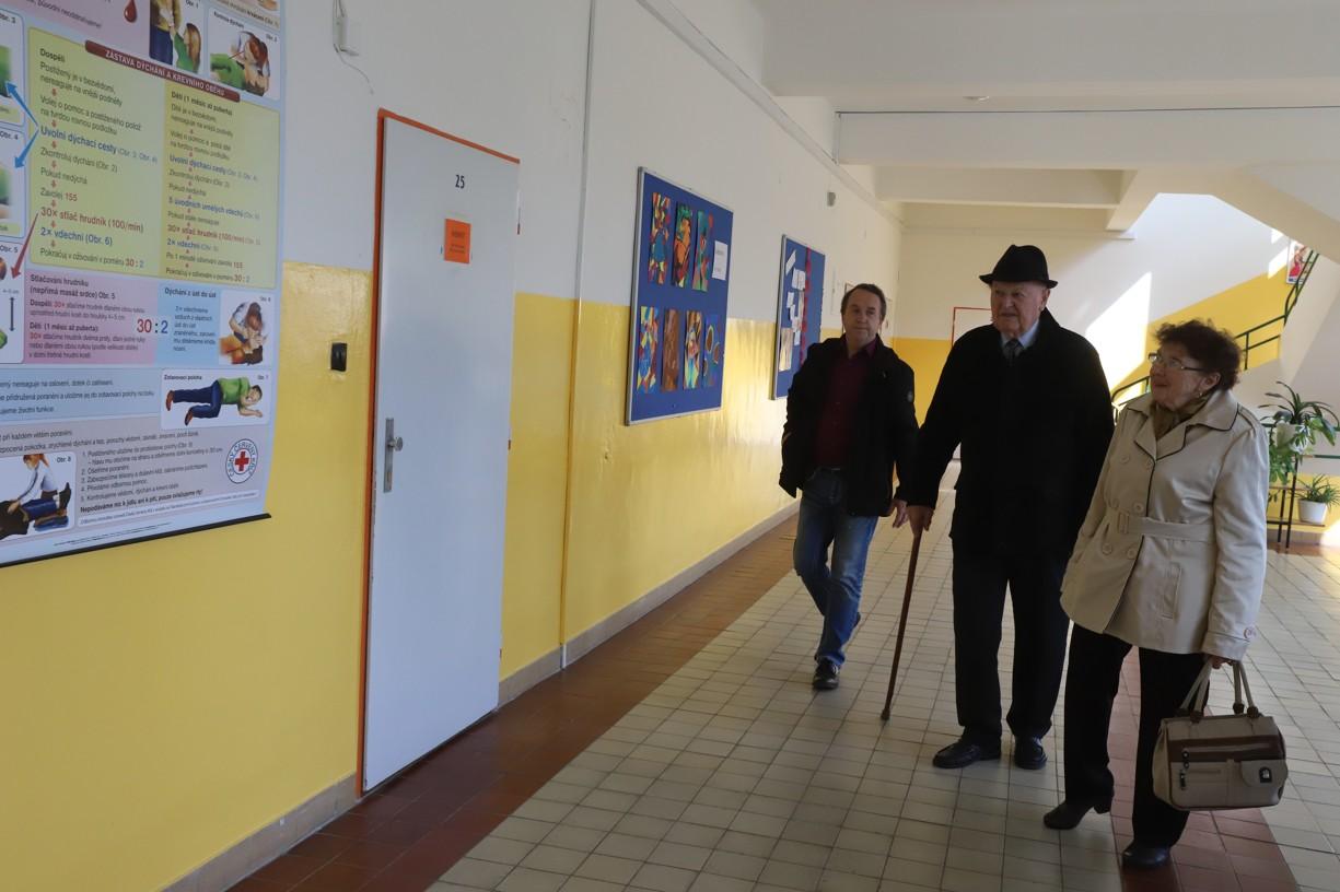 Po přivítání následovala prohlídka všech budov školy
