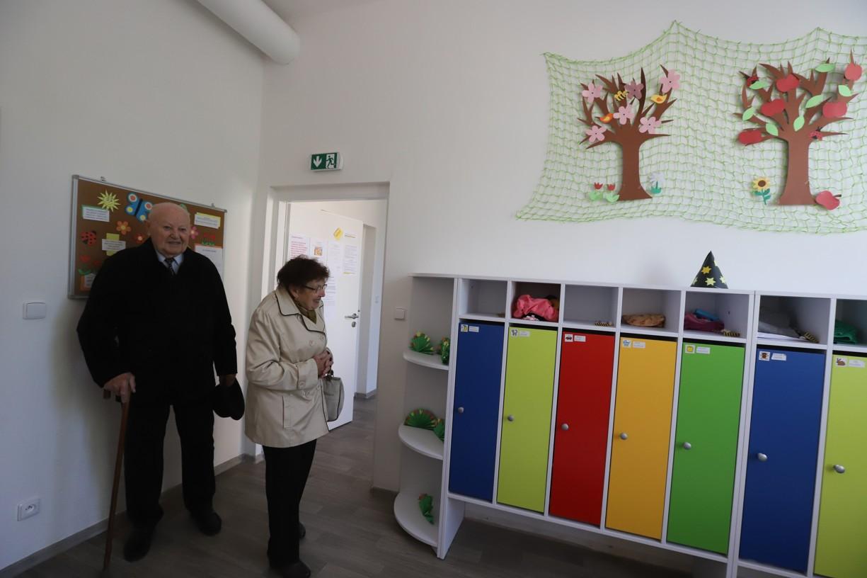 Z nových prostor mateřšké školy byli manželé Procházkovi nadšeni
