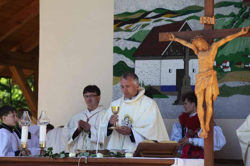 Hlavním celebrantem byl rodák z Kunovic P. Antonín Hráček