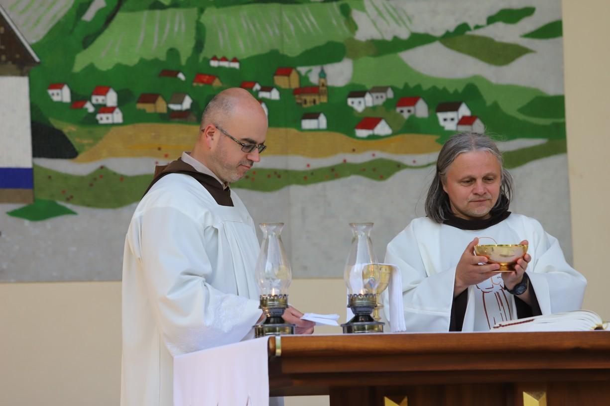 Hlavním celebrantem byl františkánský kněz P. Didak z Brna