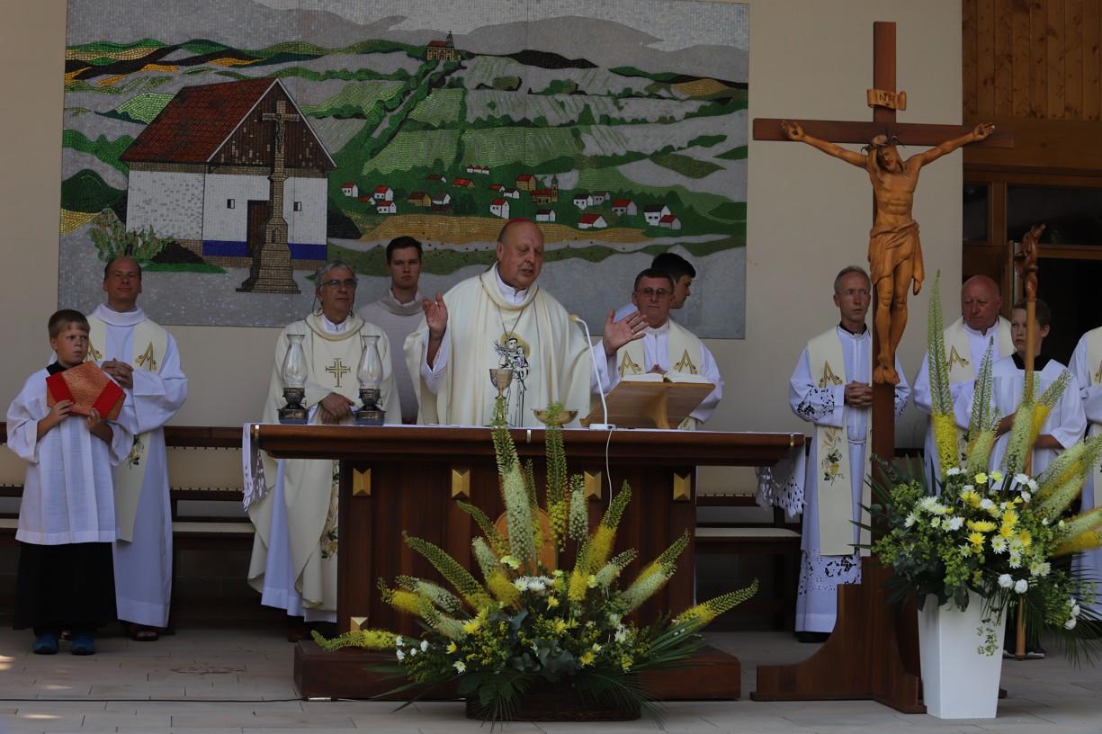 Hlavním celebrantem poutní mše svaté byl českobudějovický biskup Mons. Pavel Posád