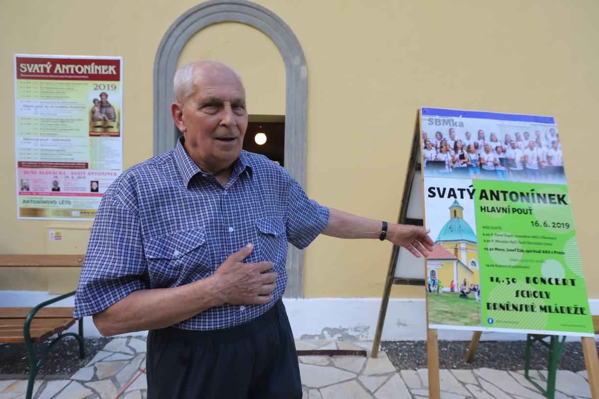 Pan Polehňa z Ostrožské Lhoty patří do skupiny strážců kaple na Antonínku.