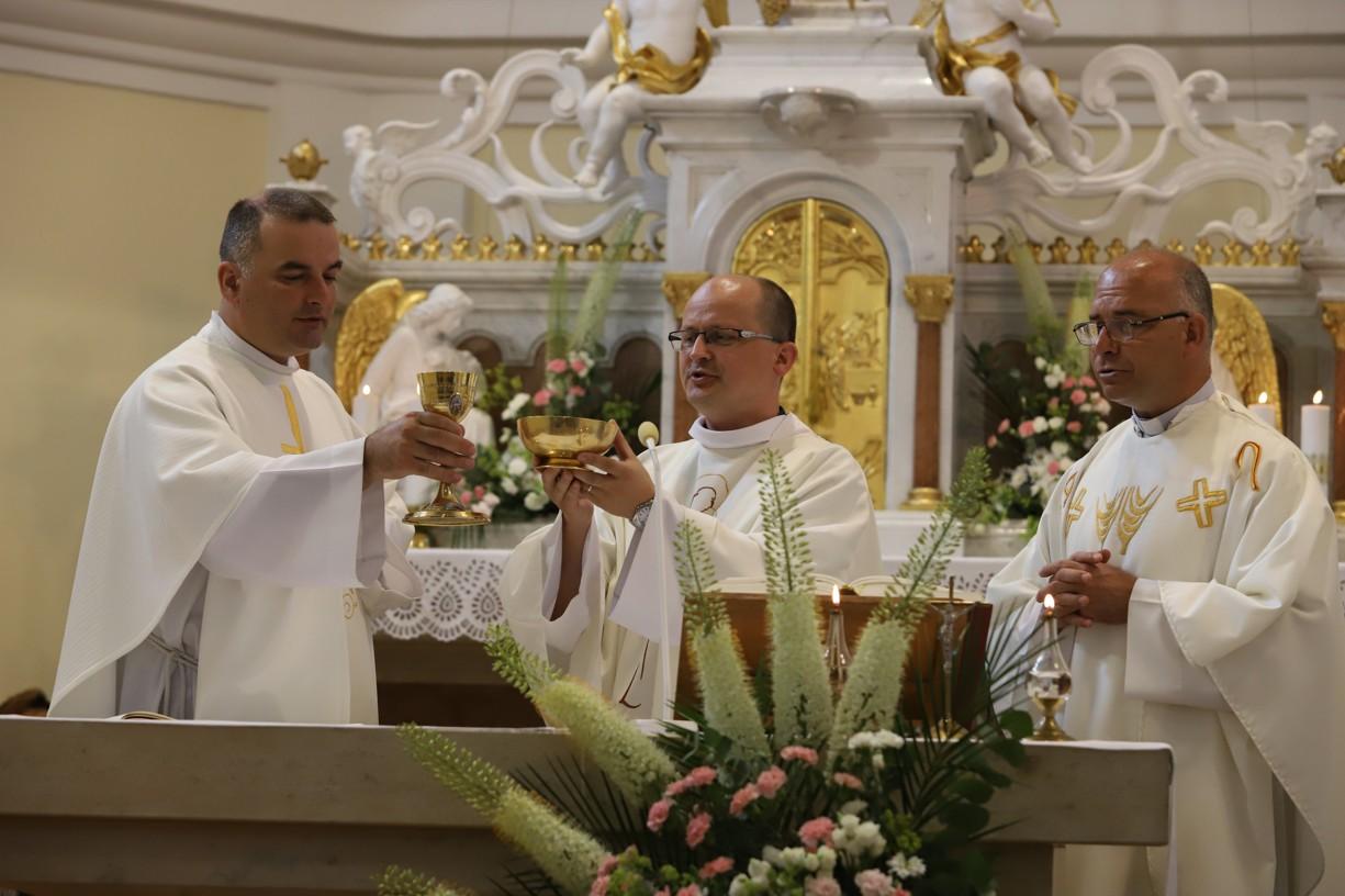 První mši svatou při Hlavní pouti na Antonínku sloužili kněží z olomouckého semináře