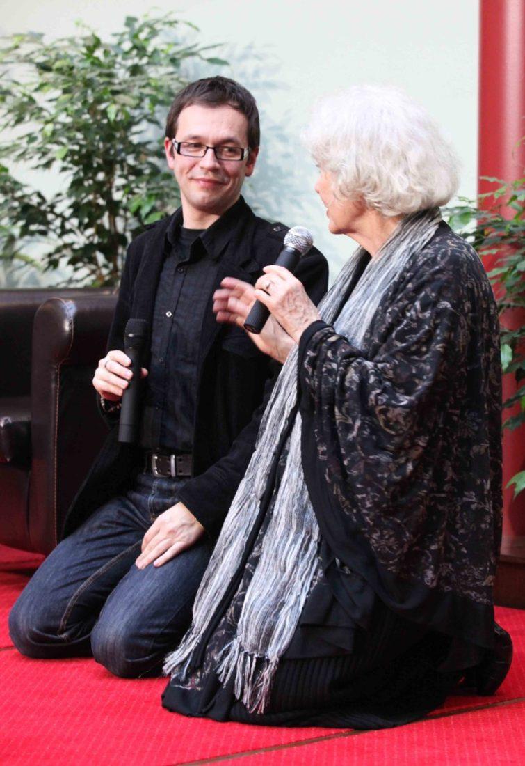 Herečka Květa Fialová se svým kolegou Jožkou Kubáníkem v hotelu Baltaci ve Zlíně.