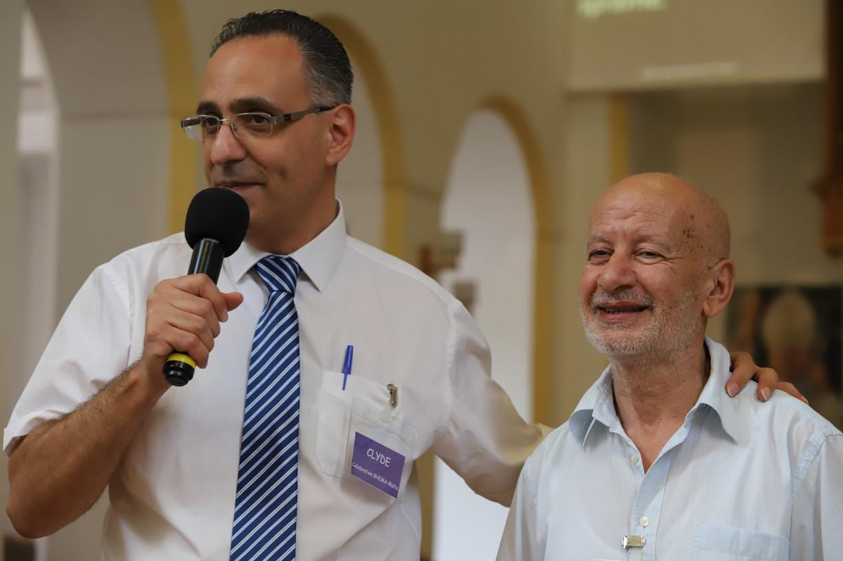 Clyde Attard (vlevo) zapojil do svých přednášek a připomínky biblických příběhui přátele z Malty