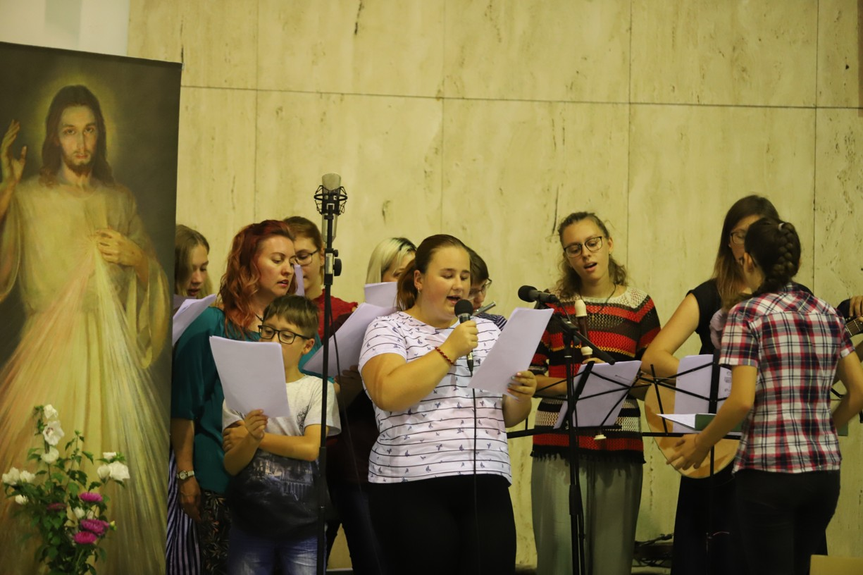 Ve Starém Městě zahrála a zazpívala schola z Uherského Hradiště