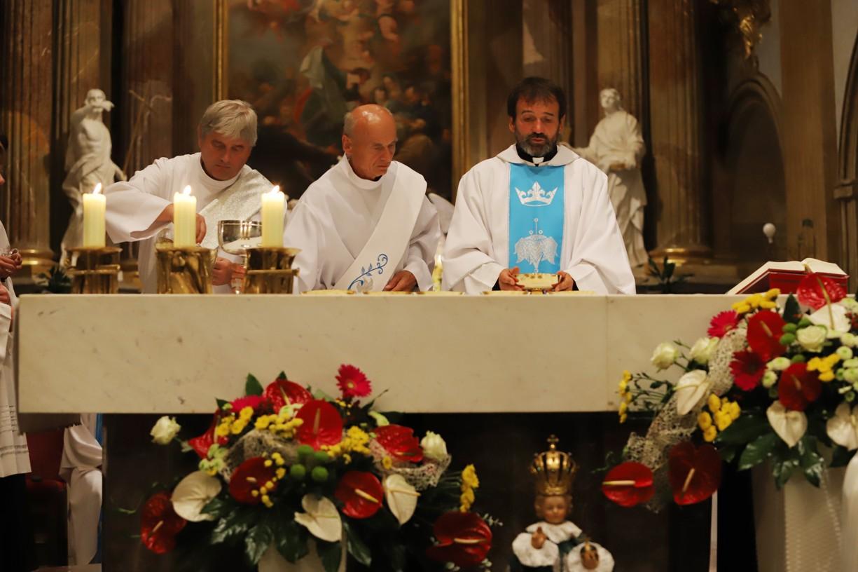 Noční mše svatá v bazilice na Velehradě.