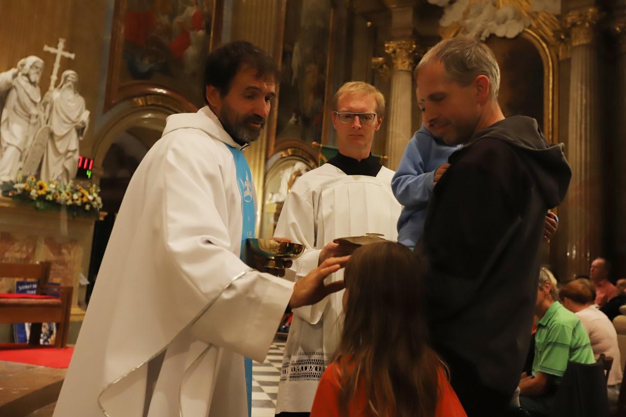 Svaté přijímání a požehnání dětem