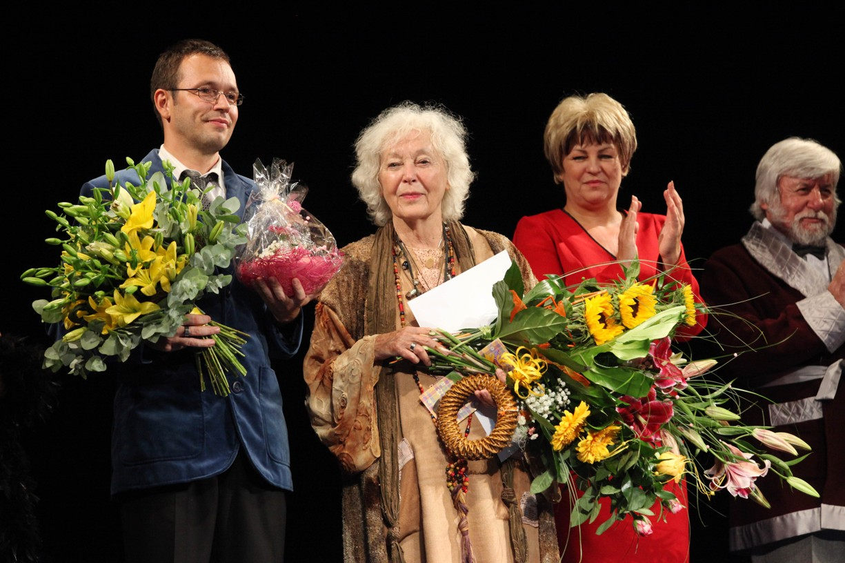 Gratulace k 83. narozeninám Květy Fialové ve Slováckém divadle.
