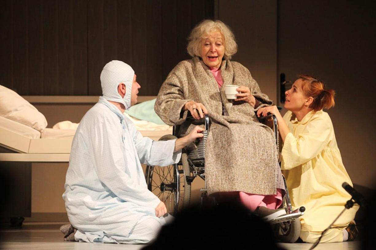 Oskar a Růžová paní v podání Květy Fialové a Jožky Kubáníka ve Slováckém divadle v Uherském Hradišti.