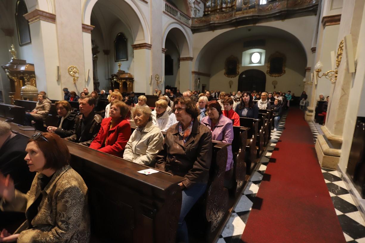 Kostel sv. Františka Xaverského býval plný.