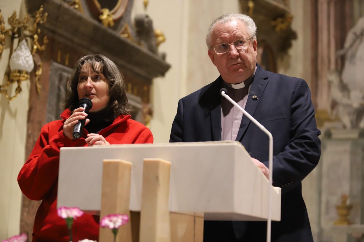 Další překladatelkou byla laická misionářka a teoložka Jana Ungerová.